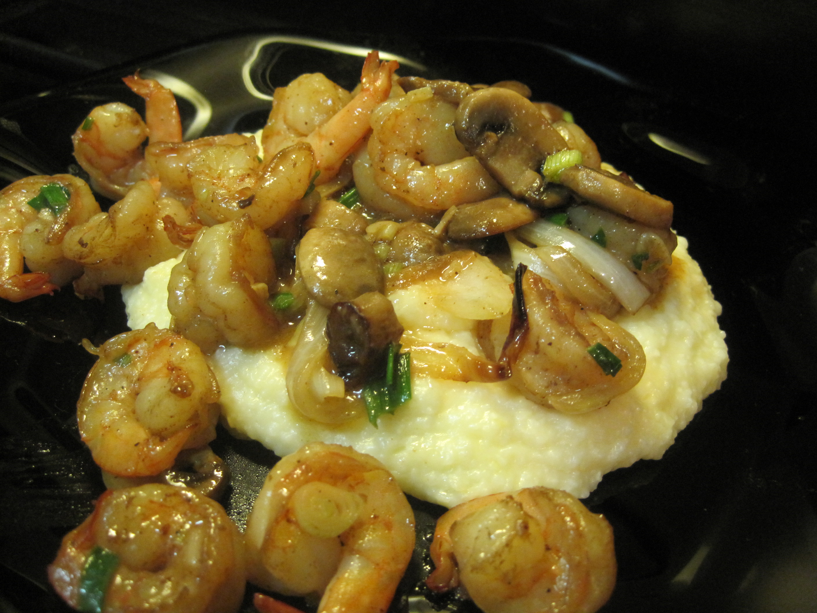 Cheese Grits with Shrimps & Mushrooms