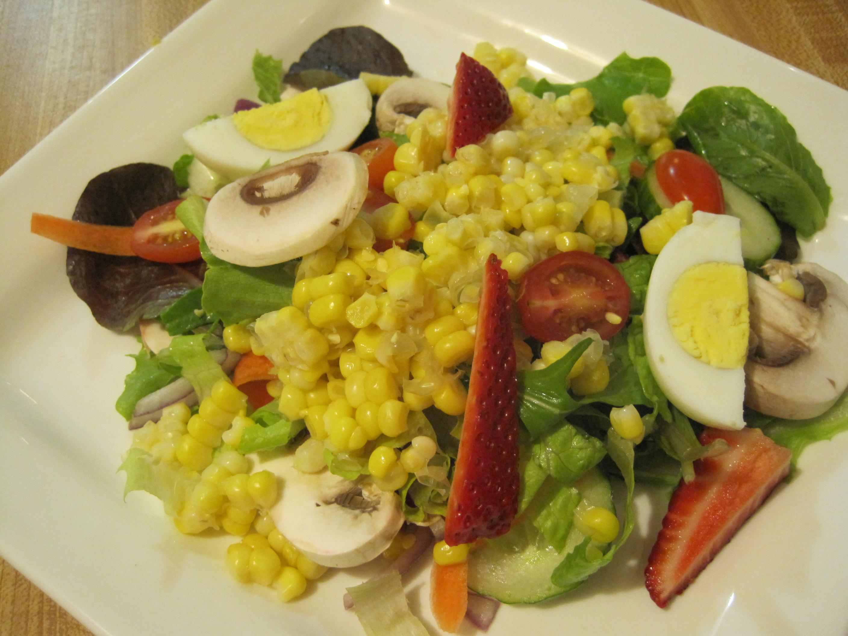 Green Salad with Corn and Strawberries